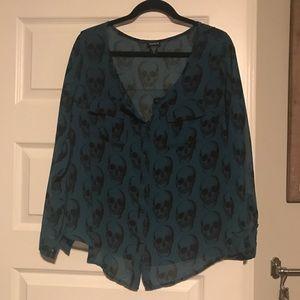Torrid size 0 skull shirt